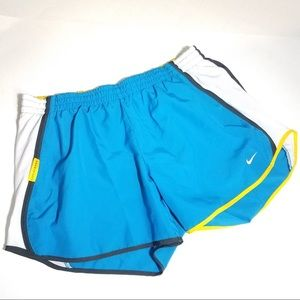 NIKE DRI FIT Perforated Lined Track Shorts Medium
